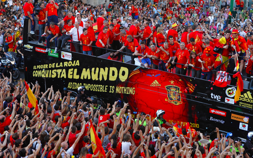 http://www.elpais.com/fotogaleria/Copa/llega/Espana/elpgal/20100712elpepudep_4/Zes/17