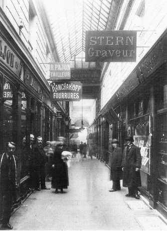 Passage des Panoramas, Paris, 1910; source: Wikimedia