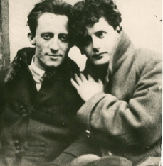 Uri Tsevi Greenberg and Peretz Markish in Warsaw, ca. 1922 (Blavatnik Archive, New York).